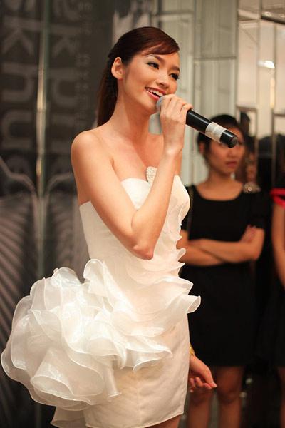 Hoa hậu Trúc Diễm mặc áo cưới